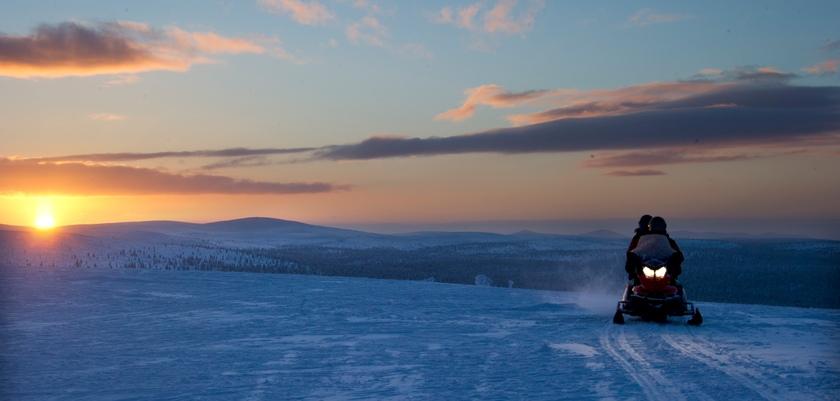 finland_lapland_saariselka_snow-mobiling2.jpg